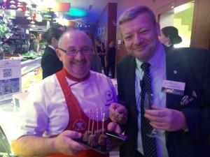 A droite, Guillaume Chalvin organisateur de l'événement avec un des talentueux bouchers-charcutiers.