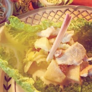 Mon chou frisé au poulet lait de coco pommes raisins citronnelle