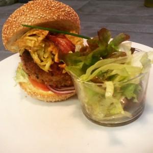 Burger de veau pojarski au bacon du Café des Bains