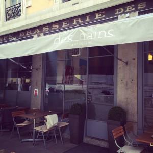 L'entrée du Café des Bains