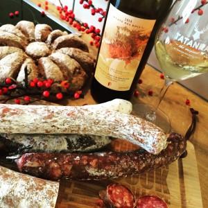 Du gibier, du pain, du vin dans ma cuisine