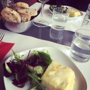 la-focaccia-au-fromage-et-sa-saladine