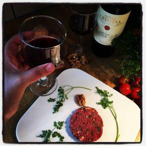 Tartare de boeuf et vin rouge ! Santé !